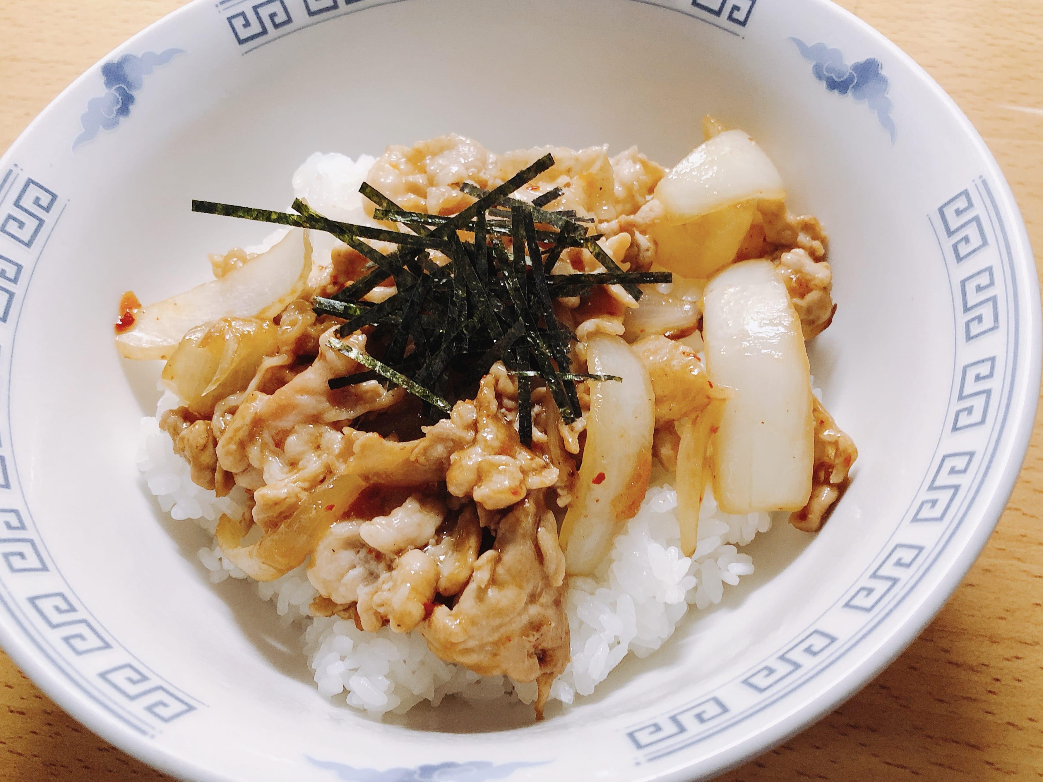 豚肉と玉ねぎの生姜炒め丼